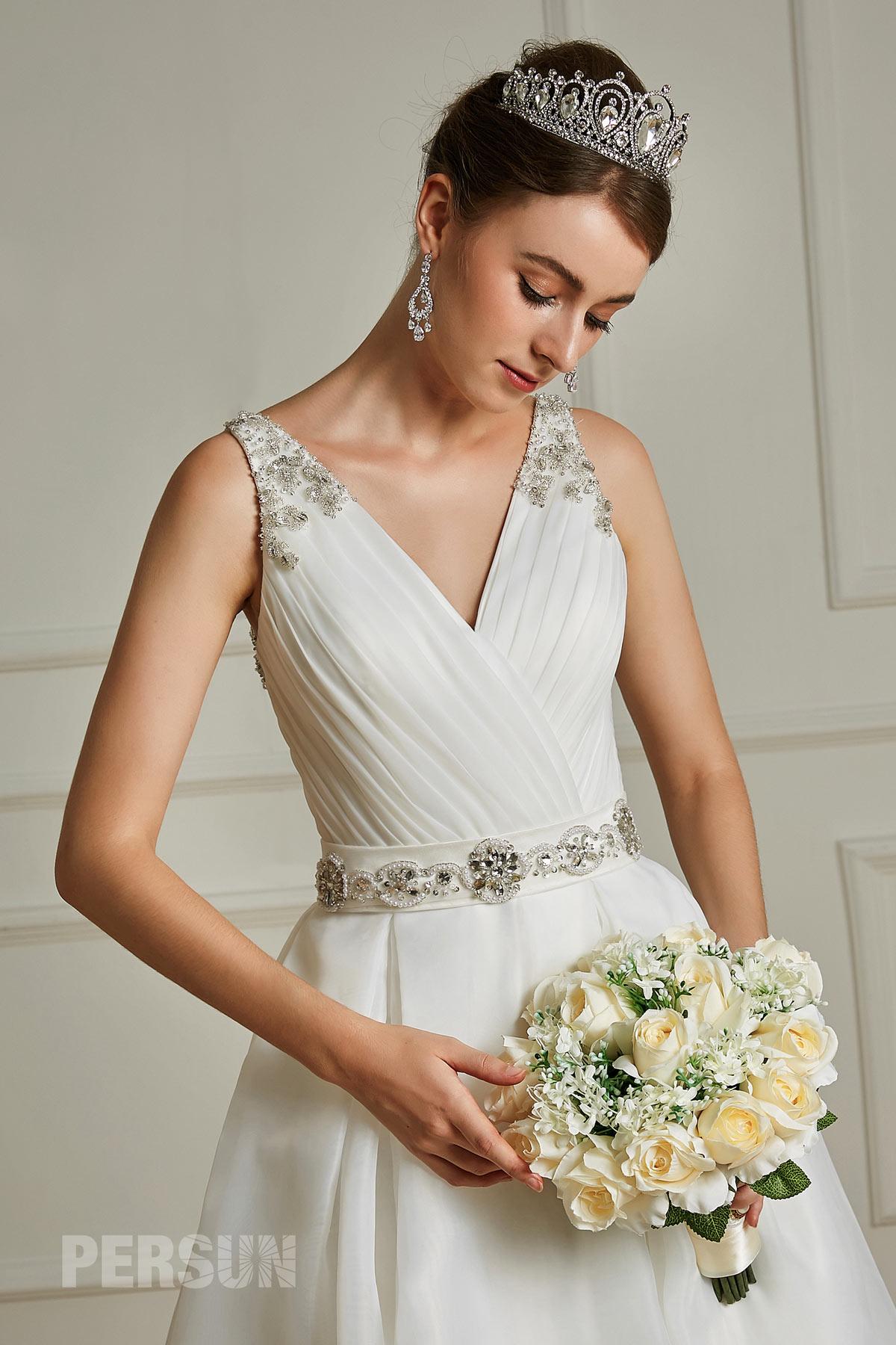 robe de mariée col v plissé cache coeur embelli de bijoux