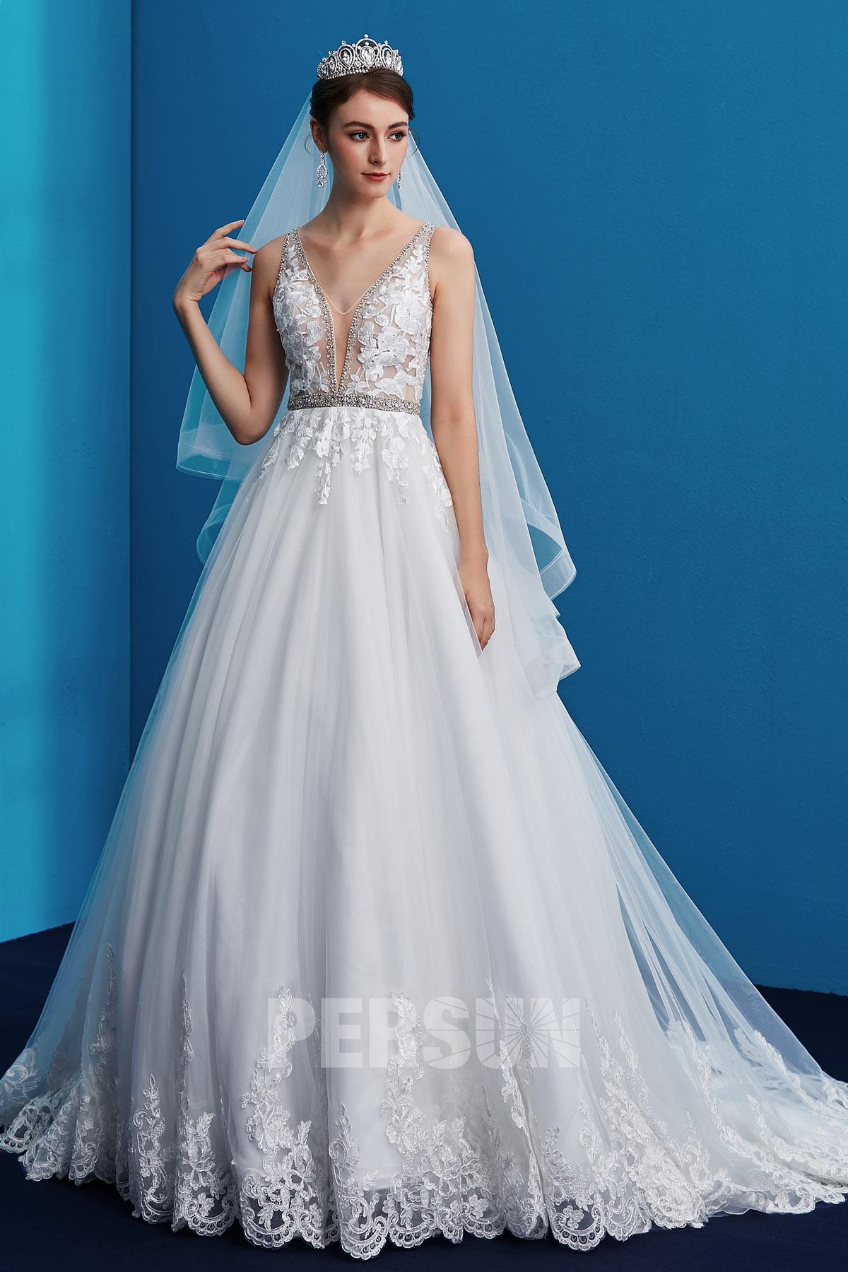 robe mariée appliquée de dentelle guipure décolleté en V plongeant
