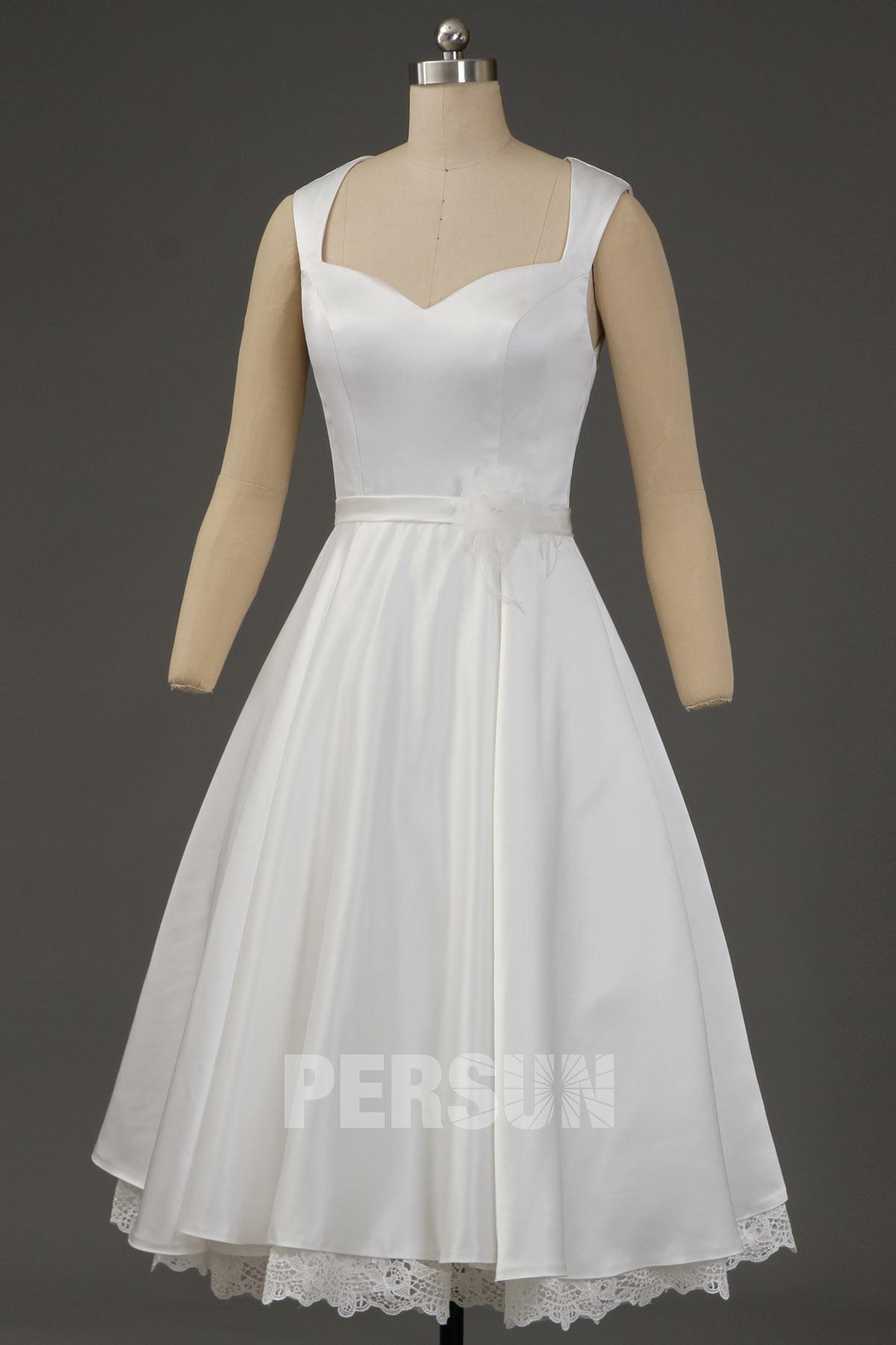 robe de mariée mi-longue simple taille ornée fleur fait-main