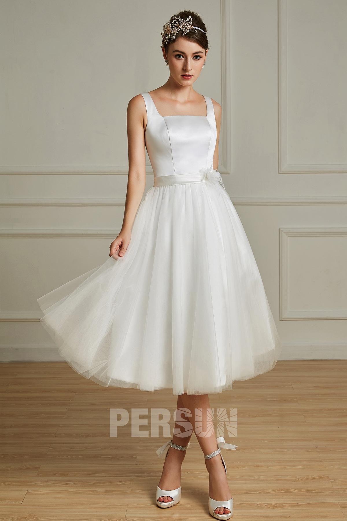robe de mariée mi-longue simple col carré taille embelli de fleurs en satin et en tulle