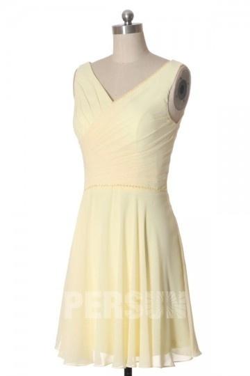 Petite robe blanche col V embellie de sequins & drapé