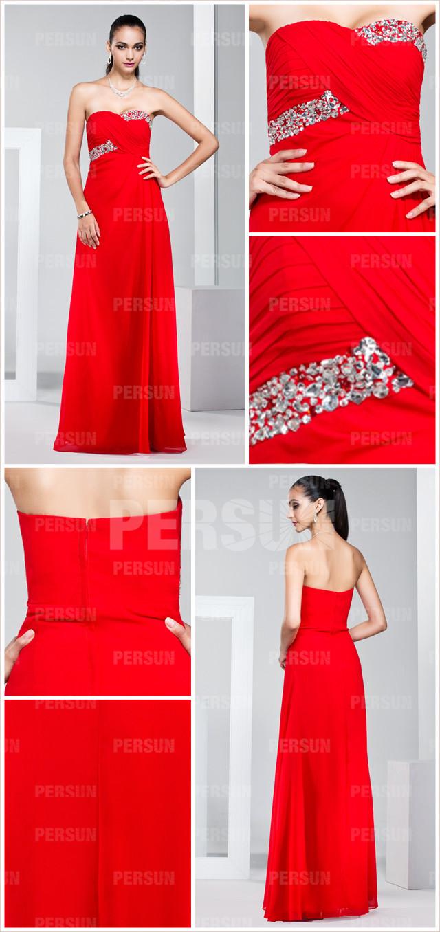 tenue robe de soirée longue rouge en mousseline décolleté en cœur brodée de bijoux