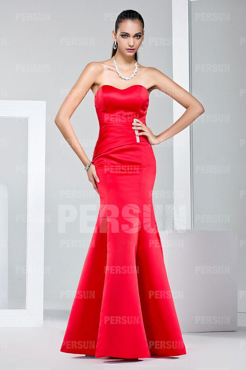 robe de mariée simple sirène rouge bustier coeur taille drapée embelli de strass