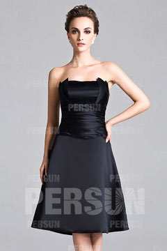 Petite robe noire bustier structuré au genou