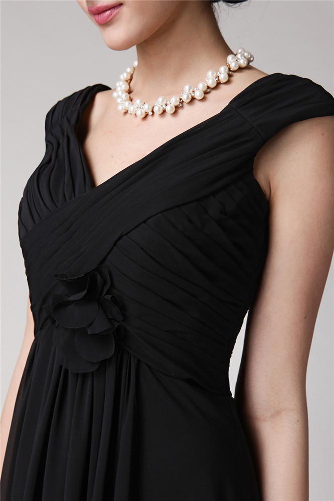 tenue robe noire col V empire avec fleurs fait