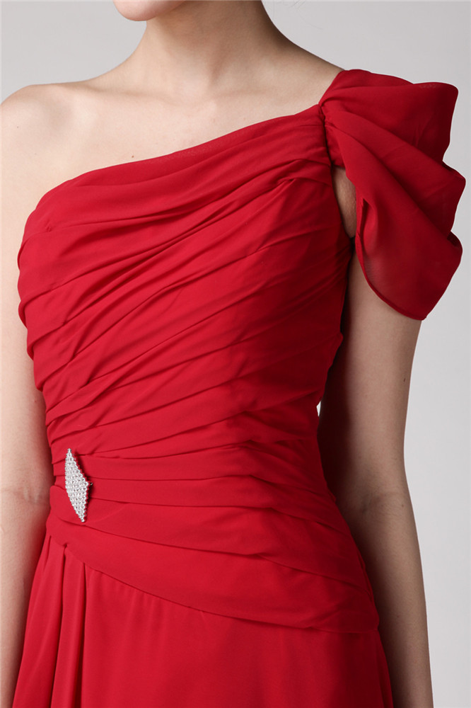 Robe de bal rouge asymétrique Ligne A ornée de plis