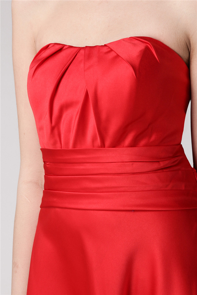 Tendance robe rouge longue à bustier vague pour soirée