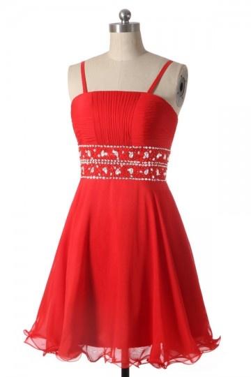 Petite robe du soir ornée de strass à taille