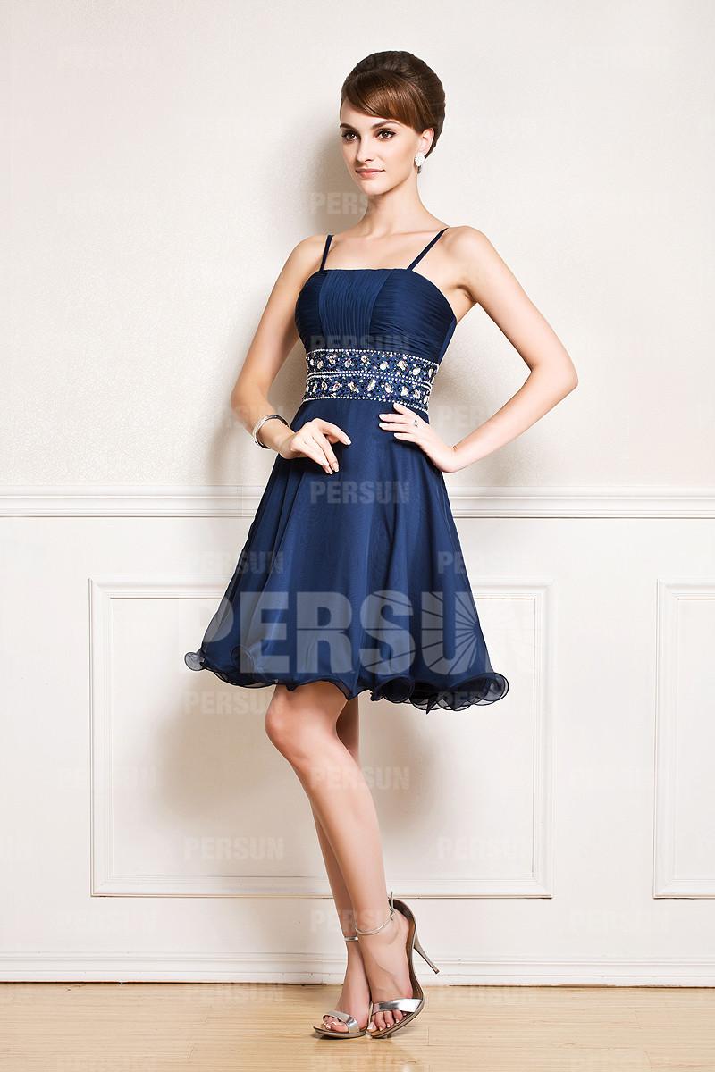 Mini robe soirée avec bretelle fine orné de strass sur taille