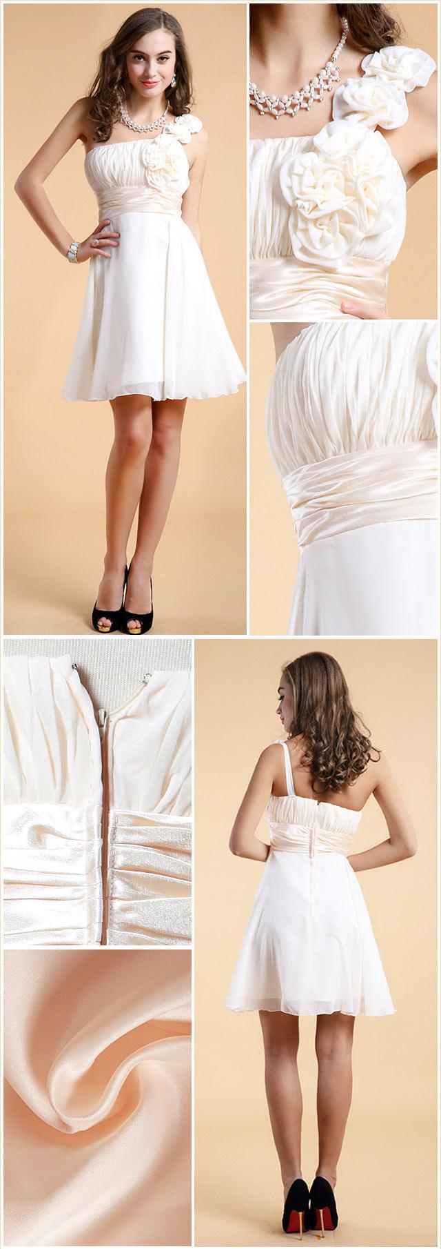 Chic robe asymétrique blanche courte empire ruchée fleurs