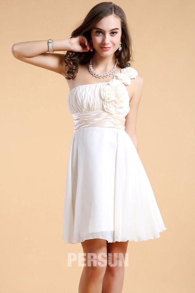 Chic robe rose courte empire ruchée fleurs asymétrique