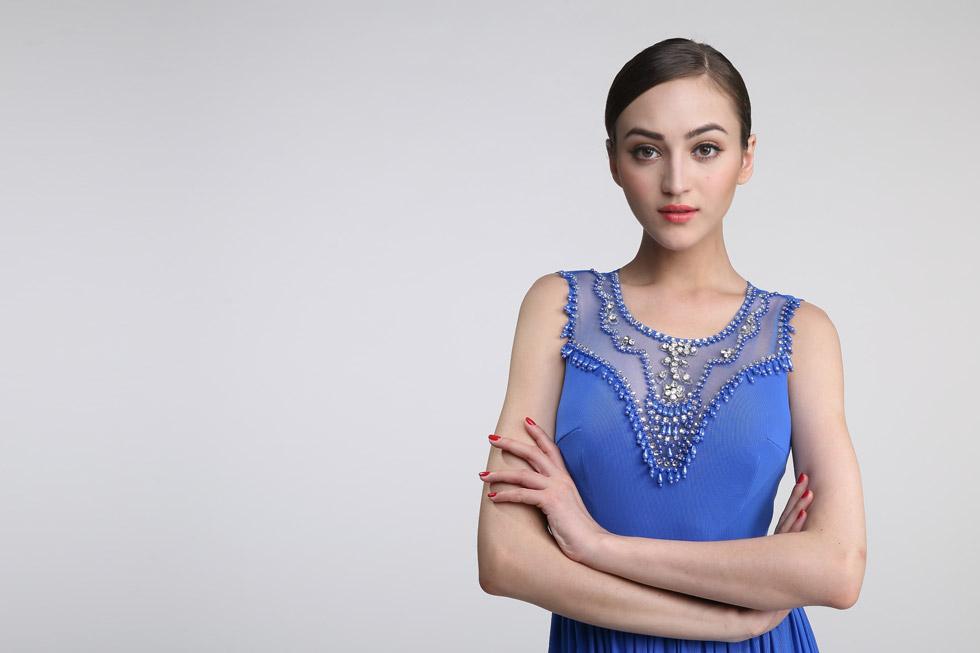 robe de cocktail bleu longue haut orné de strass