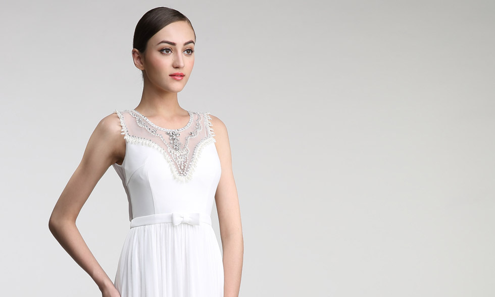 robe pour fiançailles blanche garnie de perles