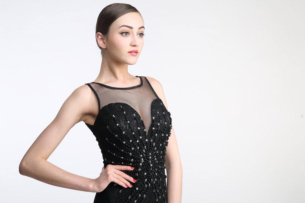 Magnifique robe de cocktail noire sexy orné de perles
