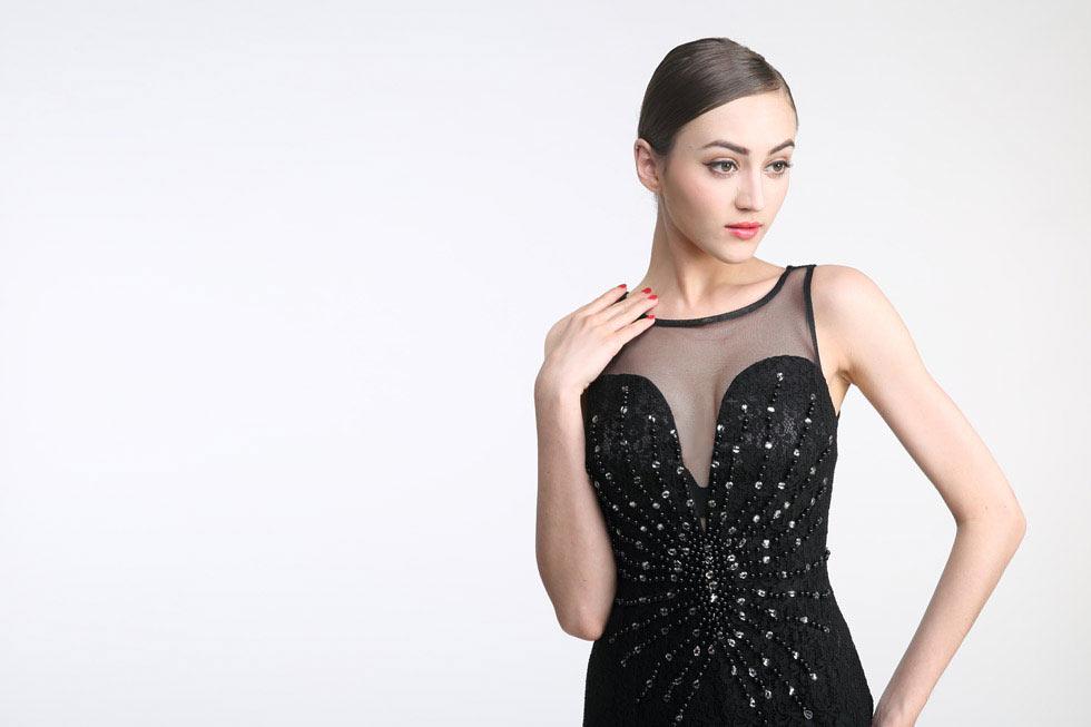 robe de cérémonie noire 2019 encolure transparente et orné de bijoux en dentelle
