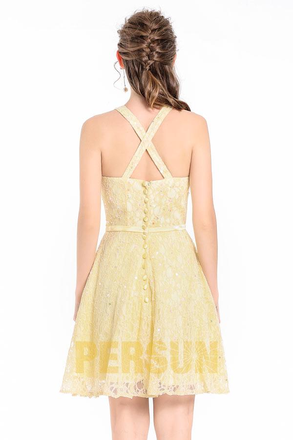 Robe courte beurre soirée encolure halter à jupe en dentelle