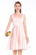 Robe de cocktail classe en satin rose pâle au genou