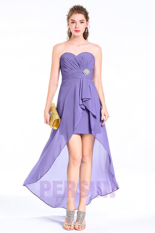robe courte devant longue derrière violette bustier plissé avec ceinture ornée de broche