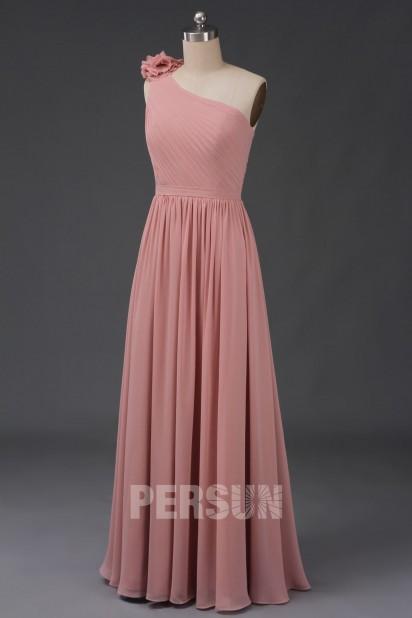 Robe longue asymétrique rose chair épaule pompom pour cortège mariage