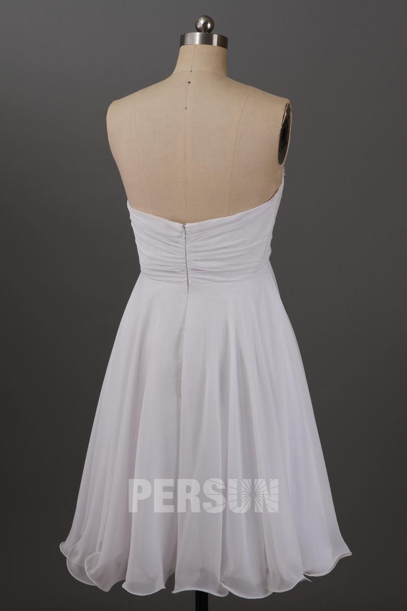 Simple robe courte grise pour cocktail bustier cœur orné de navettes cristaux