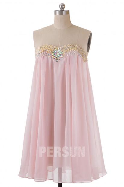Robe babydoll courte rose pâle bustier coeur orné de bijoux