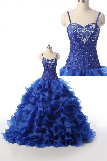 Robe mariée princesse bleu royal bustier brodé jupe ample à volants