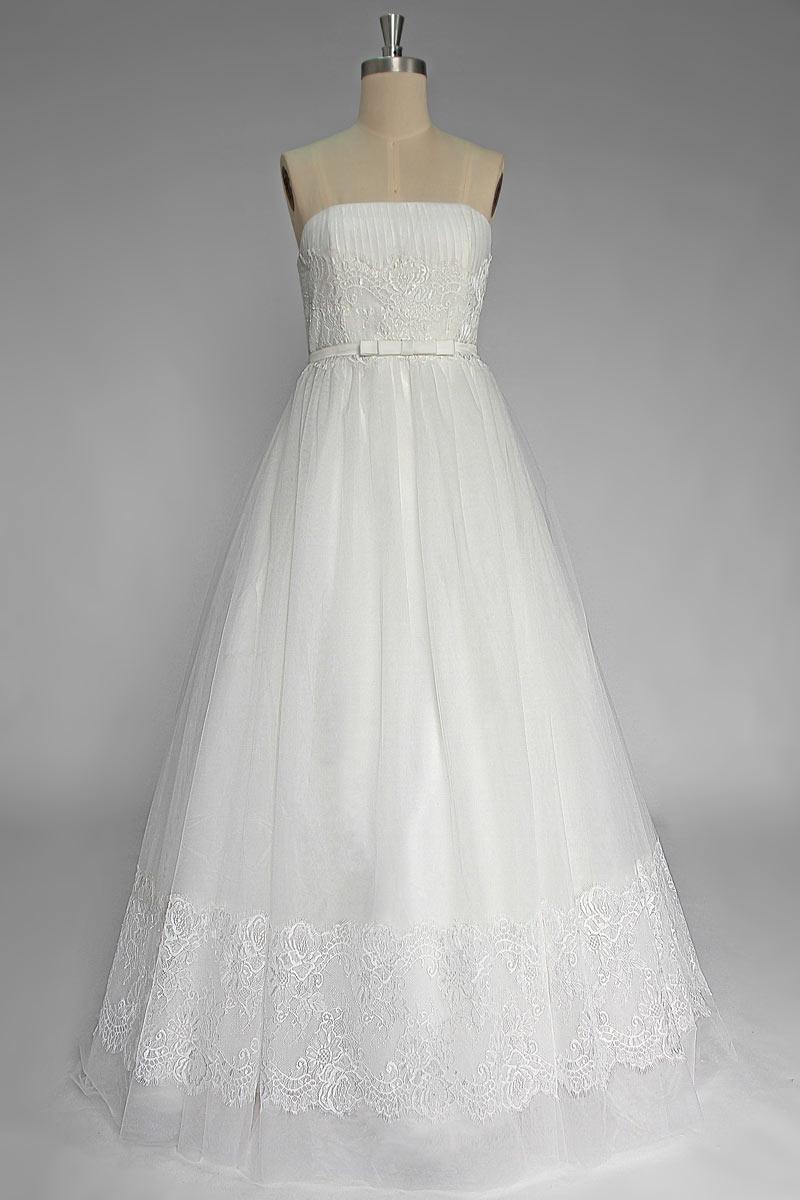 robe de mariée princesse bustier droit en dentelle appliquée