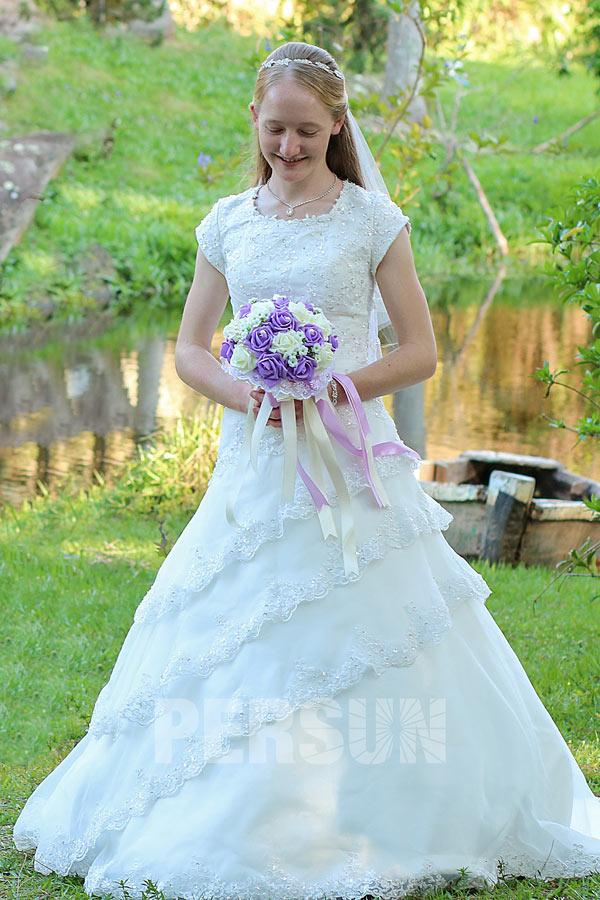 Robe de mariage princesse modest avec manches courtes & dos laçage