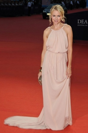 Robe nude longue de Naomi Watts à Festival de Deauville