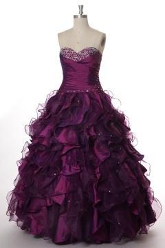Robe de bal prune bustier cœur à jupe volantée