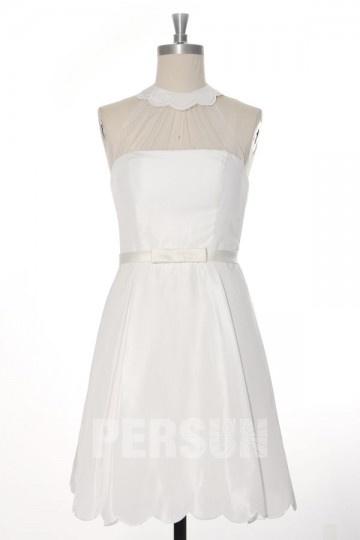 Petite robe blanche pour la mariée col feston