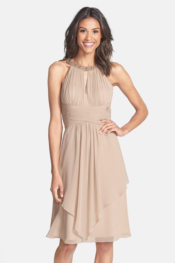 robe de cocktail courte brun clair col halter bustier plissé découpe illusion jupe irrégulière
