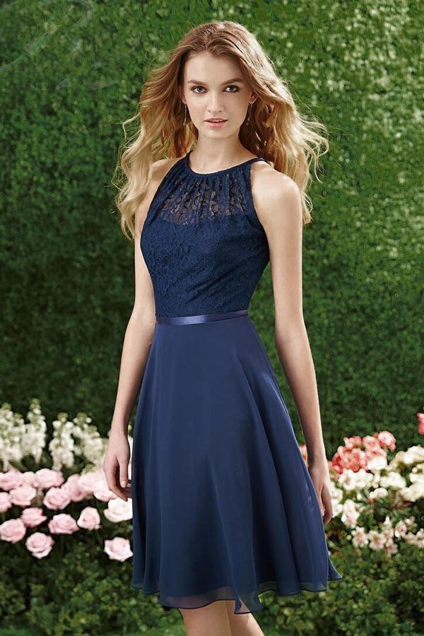 chic robe  bleu nuit haut couvert de dentelle courte