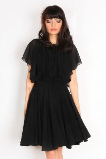 Petite robe noire mancherons evasés dos échancré u