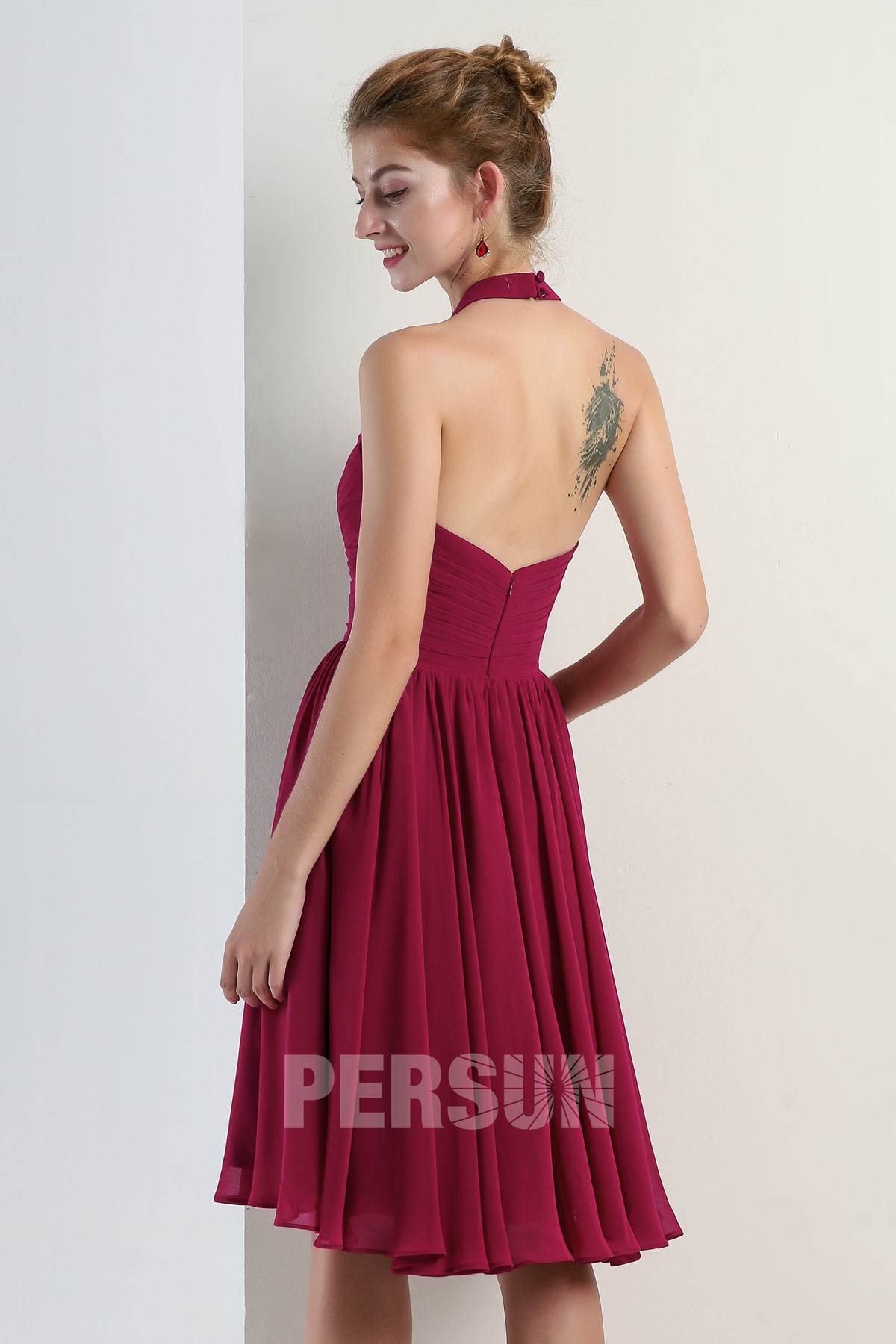 6307bbefb7be5 Simple petite robe fuchsia col halter empire pour cocktail mariage ...