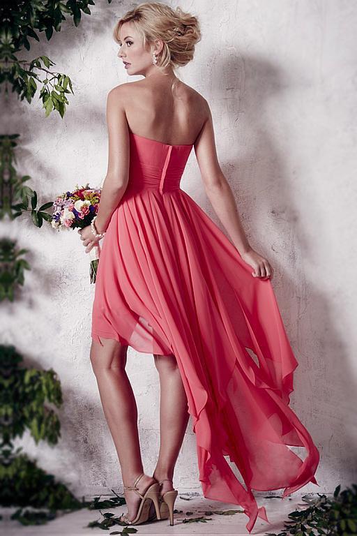 Petite robe corail courte devant longue derrière pour mariage