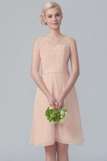 Robe dentelle courte pour cortège mariage couleur nude col v