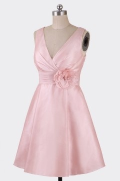 Elégante robe cocktail col v taffetas rose pâle jupe evasée