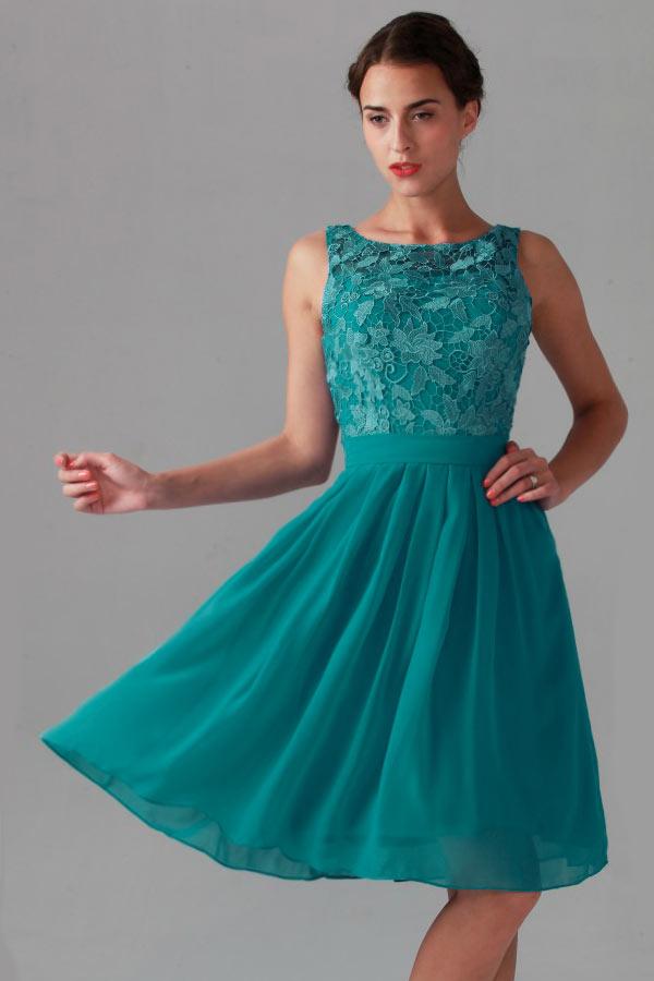 Petite robe verte dos nu haut dentelle guipure