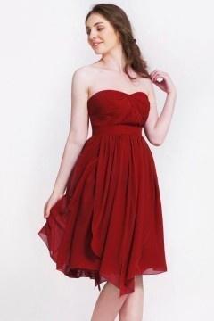 Petite robe bordeaux bustier cœur asymetrique pour cocktail mariage