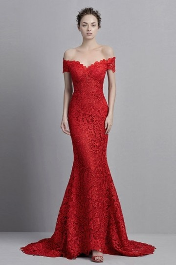 robe de mariée rouge sirène en dentelle épaule dénudé