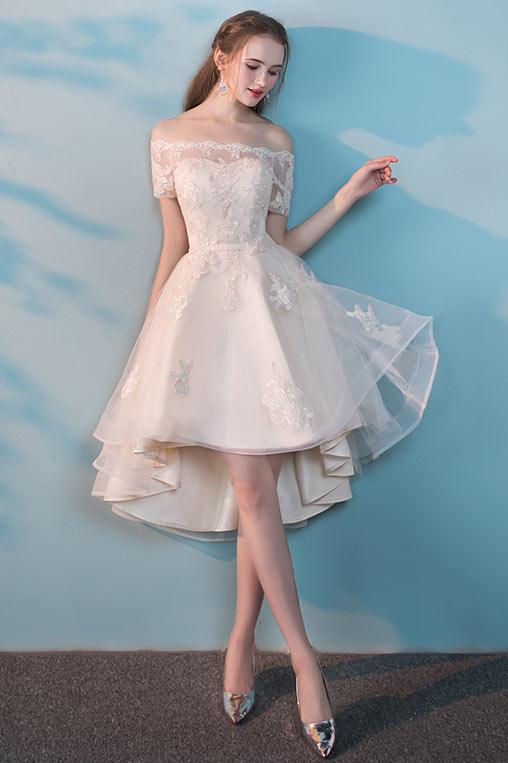 robe de mariée épaule dénudée courte devant longue derrière en dentelle appliquée