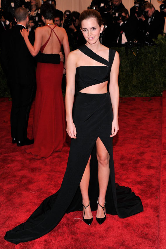 Robe de soirée noire sexy découpé style Emma Watson au Met Gala