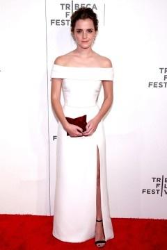 Robe blanche de soirée longue fendue col bardot Emma Watson