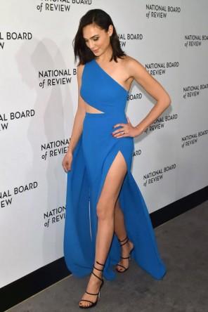 Robe de soirée bleu asymétrique fendue à voilage Gal Gadot