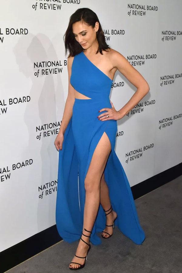 Robe du soir bleu asymétrique avec fente de la cuisse Gal Gadot