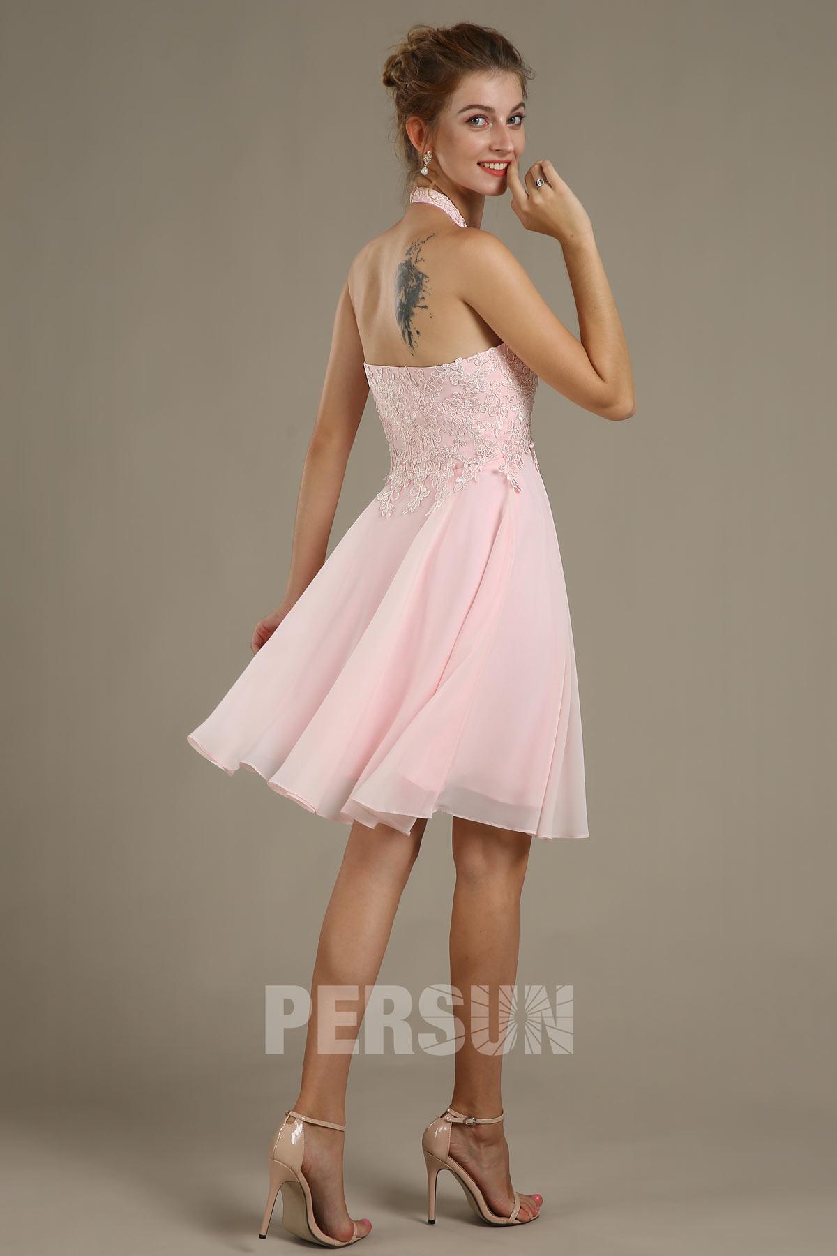 Robe de soirée rose courte col américain à haut appliqué de dentelle