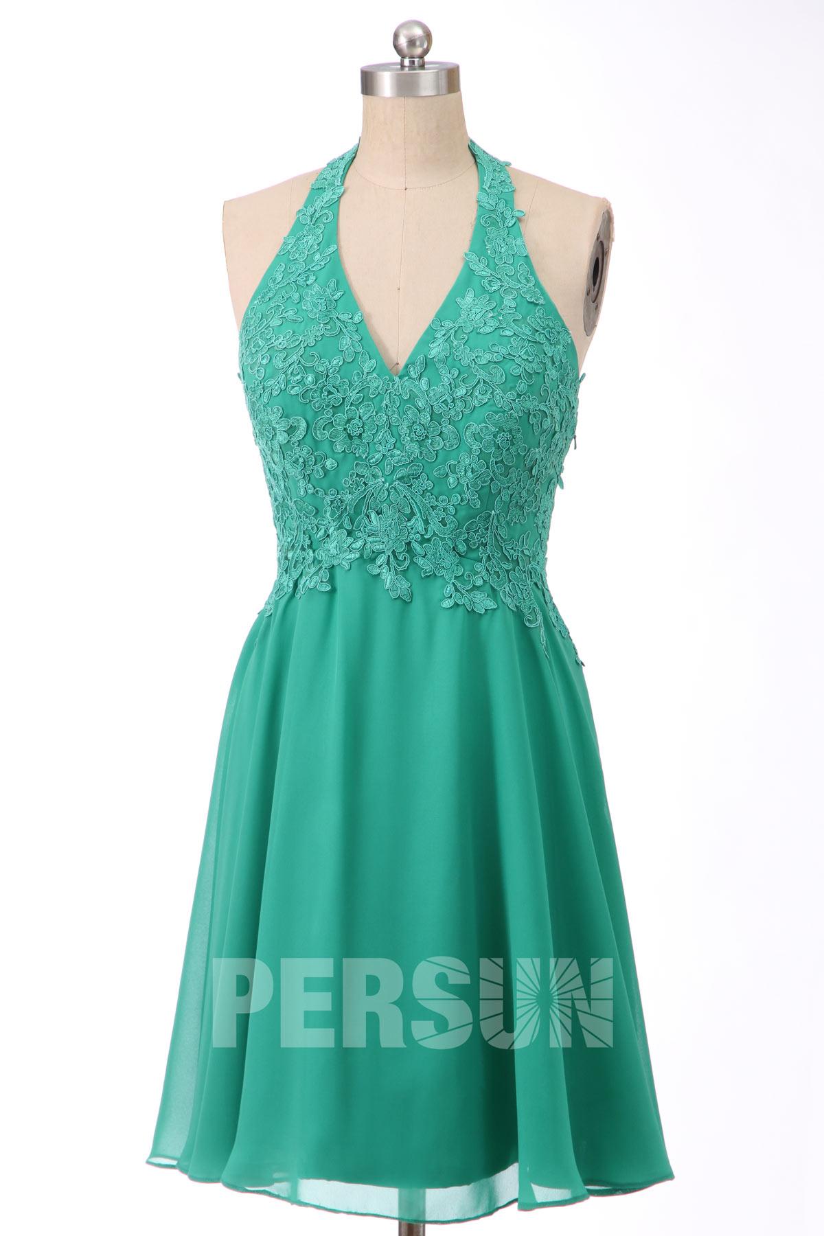 robe de cocktail courte col halter vert émeraude en dentelle appliquée