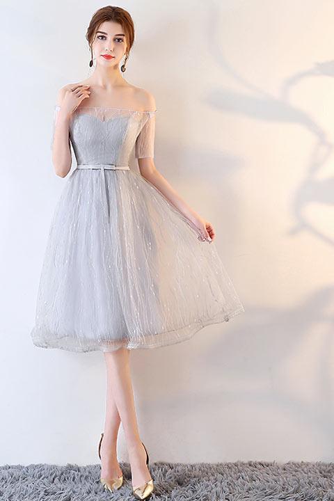 7c4385715ea Robe grise courte pour témoin de mariage à épaule dénudée en dentelle