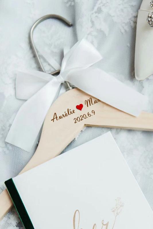 Cintre personnalisé pour mariage